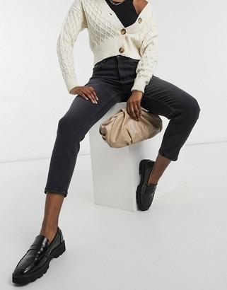 Vero Moda Joana mom jeans with high rise in black