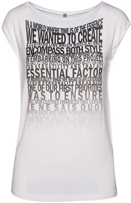 Conquista Sleeveless White Top With Word Print