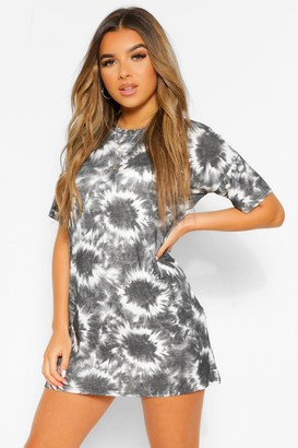 boohoo Petite Tie Dye T-Shirt Dress