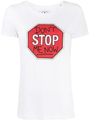 Quantum Courage slogan stop sign T-shirt