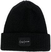 Yohji Yamamoto logo patch beanie - men - Acrylic/Nylon/Wool - One Size