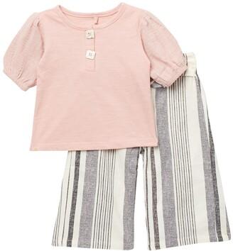 Jessica Simpson T-Shirt & Patterned Pants