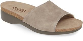 Munro American Laya Slide Sandal