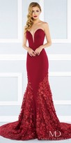Mac Duggal Strapless Plunging Sweetheart Floral Applique Evening Dress