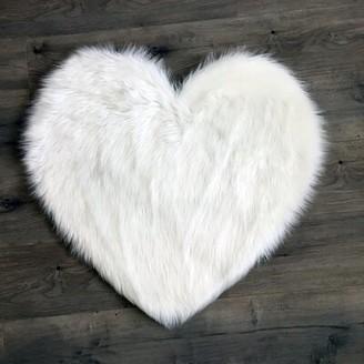 Mercer41 Mulhern Heart Faux Fur White Area Rug