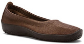 ARCOPEDICO Women's L2 Slip On