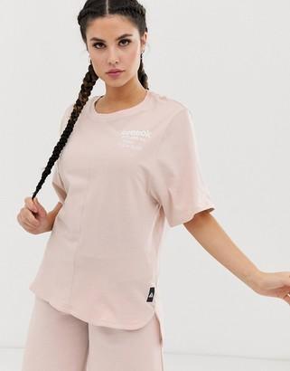 Reebok Training longline graphic t-shirt in pink