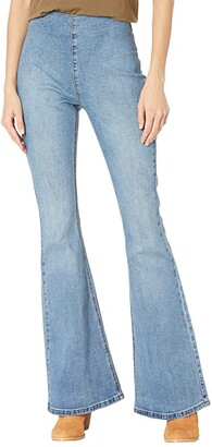 Rock and Roll Cowgirl High-Rise Flare Bargain Bell in Medium Wash WPH8172