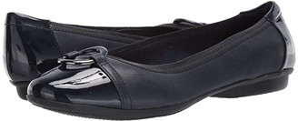 Clarks Gracelin Wind (Navy Leather/Synthetic) Women's Shoes