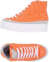 M2 Sneakers