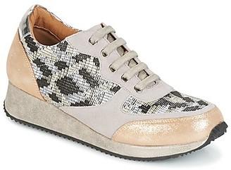 Karston SEMIR women's Shoes (Trainers) in Beige