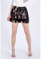 Select Fashion Fashion Women's Print Plisse Short Shorts - size 8