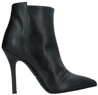 SPAZIOMODA Ankle boots