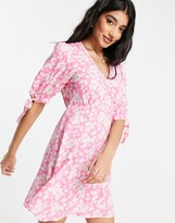 Thumbnail for your product : New Look v front mini tea dress in pink floral