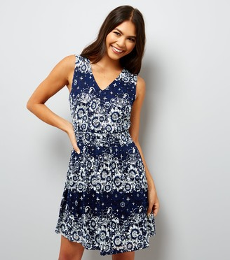 New Look Mela Star Floral Lace Dress
