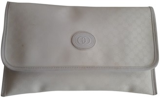 Gucci White Cloth Clutch bags