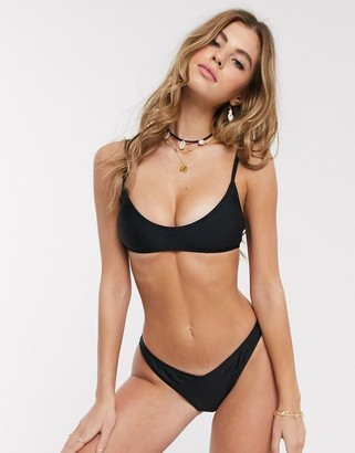 New Look v shape bikini bottoms in black