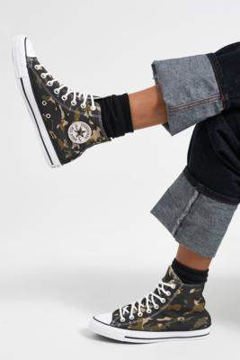 Converse Chuck Taylor All Star Camo High Top Trainers - green UK 3 at Urban Outfitters