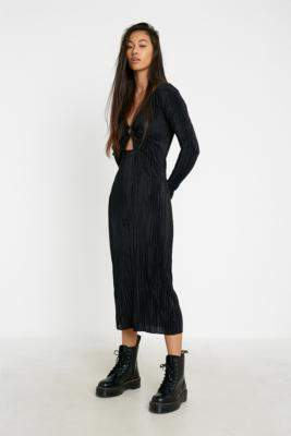Urban Outfitters Holly Plisse Midi Dress - black S at