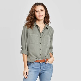 Universal Thread Women's Long Sleeve Button-Down Shirt - Universal ThreadTM