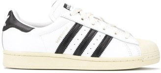 adidas low-top Superstar trainers