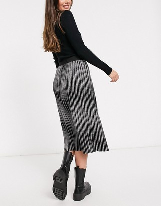 Monki pleated midi skirt in black
