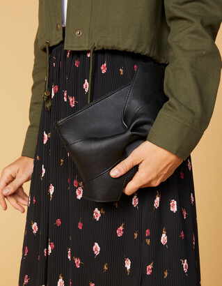West Of Melrose Bow Clutch