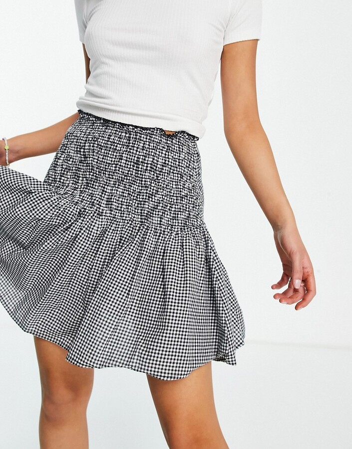 Thumbnail for your product : New Look shirred mini skirt in black check