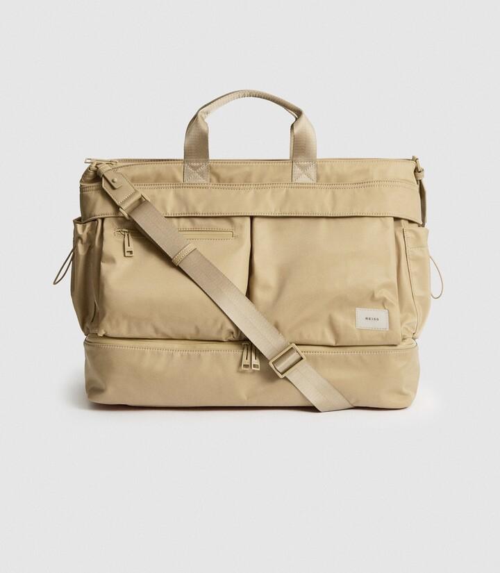 Reiss Lennox - Nylon Weekend Bag in Biscuit