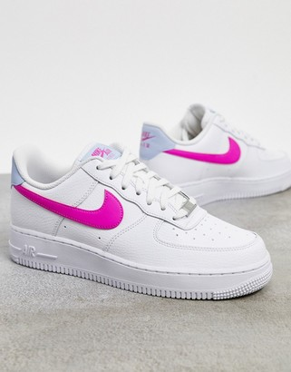Nike Force 1 '07 sneakers in white and pink