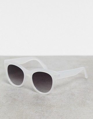 Jeepers Peepers oversized cat eye sunglasses in clear iridescent