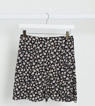 New Look Tall flippy short in floral print