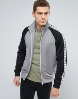 Fred Perry Sports Authentic Contrast Sleeves in Gray