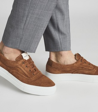 Reiss Wimbledon - Suede Trainers in Toffee