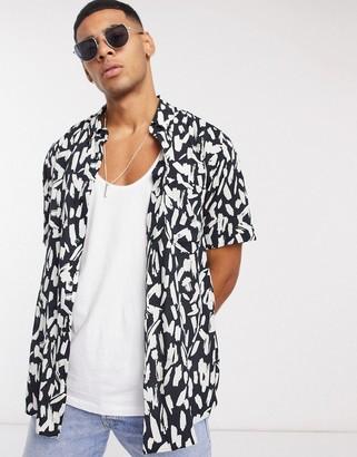 HUGO BOSS Ekilio short sleeve printed shirt in black