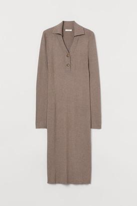 H&M MAMA Fine-knit dress