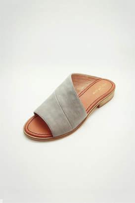 Lets See Style Prague Slide Sandal