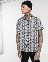 Good For Nothing python snake shirt-Grey