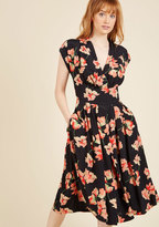Emily And Fin Saunter Sweetly Midi Dress in XS