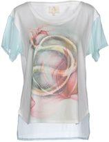 Maggie T-shirts - Item 37994348