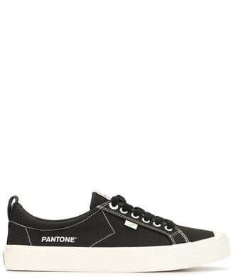 Cariuma x Pantone Moonless Night low-top sneakers
