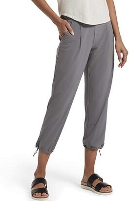 Hue Travel Lightweight Adjustable Hem Cropped Pant (Black) Women's Casual Pants