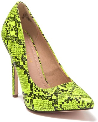 Chase & Chloe Cecily Pointed Toe Pump