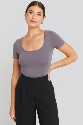 NA-KD Deep Round Neck Fitted Top