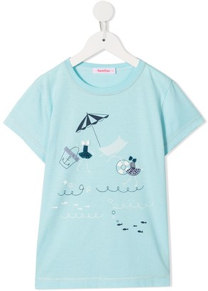 Familiar seaside applique T-shirt