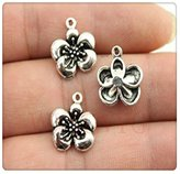 Nobrand No brand 8pcs 1514mm vintage antique silver tone flower charms