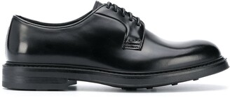 Doucal's low heel lace-up Derby shoes