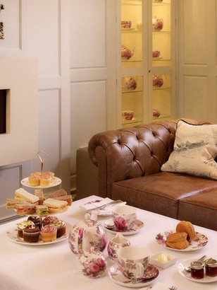 Virgin Experience Days Afternoon Tea and River Sightseeing Cruise for Two in Historic Stratford Upon Avon