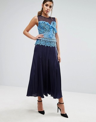 Three floor Pleated Midi Dress with Contrast Lace Detail-Blue