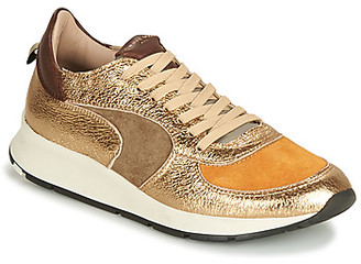 Philippe Model MONTECARLO women's Shoes (Trainers) in Gold